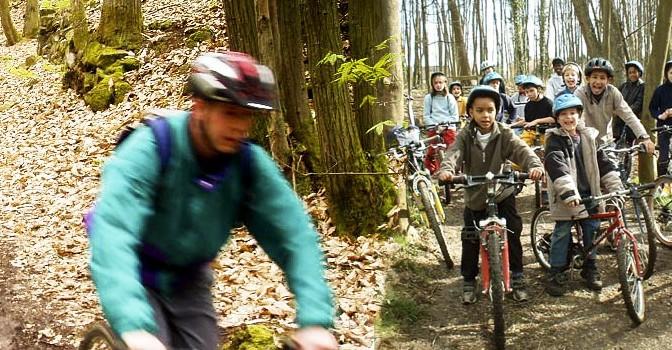 Accompagné de nos guides VTT, parcourez les sentiers et découvrez la forêt autrement !